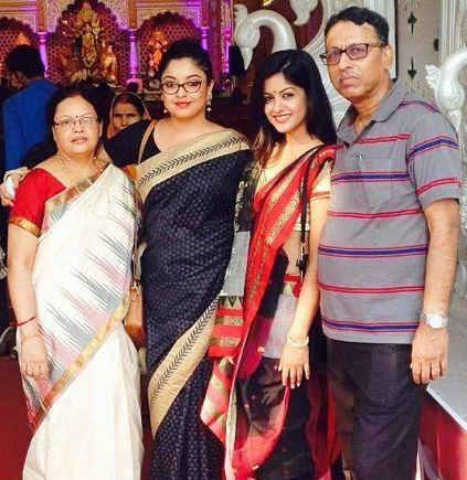 Tanushree Dutta with her Family