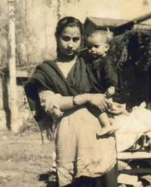 Anupam Kher's childhood Picture With His Mother