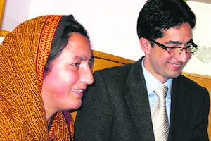 Shah Faesal And His Mother